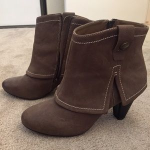 Report leather Hayward ankle booties (Size 9)